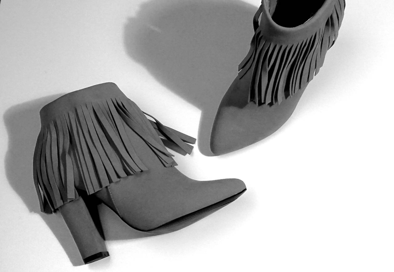 """7821962cec226 Pamiętacie wiersz Jana Brzechwy o siedmiomilowych butach? Zaczynał się tak:  """"Pojechał Michał pod Częstochowę, tam kupił buty siedmiomilowe""""."""